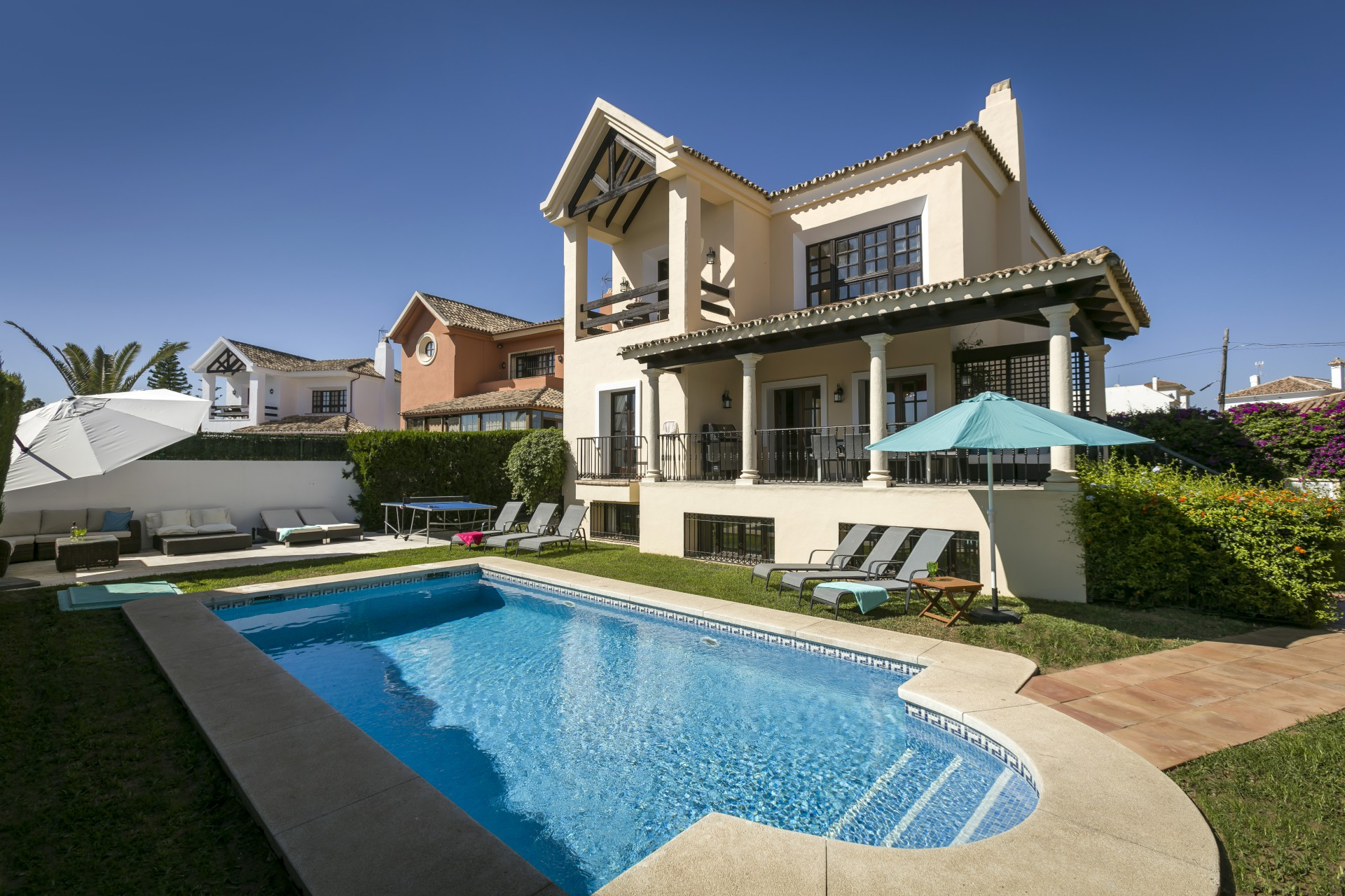 Stunning 5 bedroom Villa with private pool